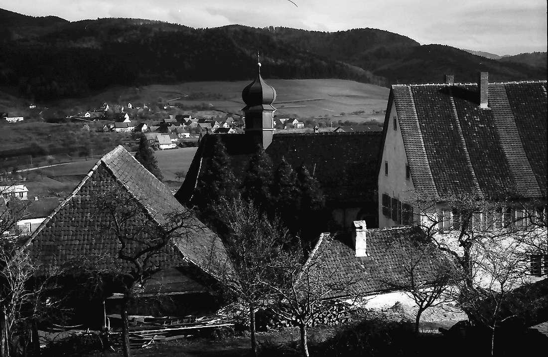 Wittnau: Kirche und Hexental; von der Höhe, Bild 1