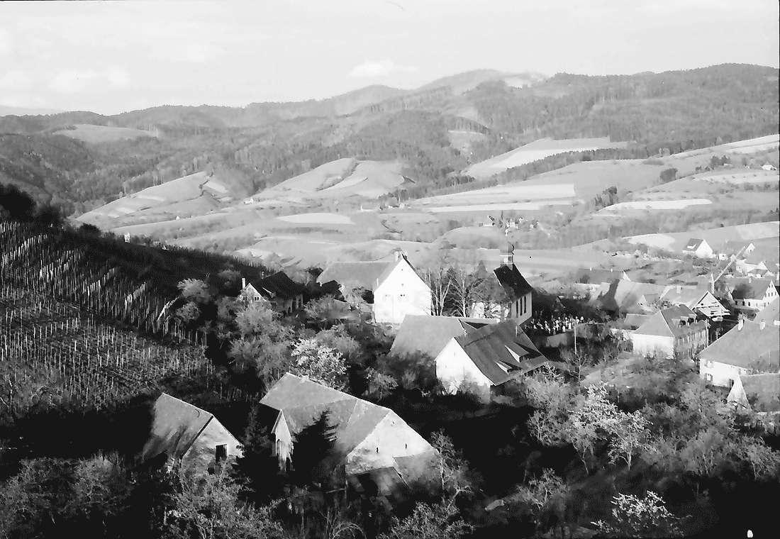Wittnau: Blick von oben auf Ort und Hexental, Bild 1