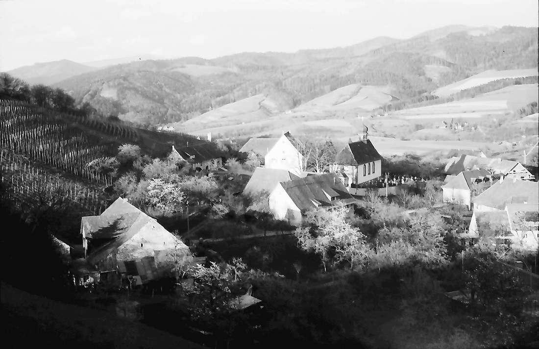 Wittnau: Blick von oben auf Ort und Hexental, Bild 2