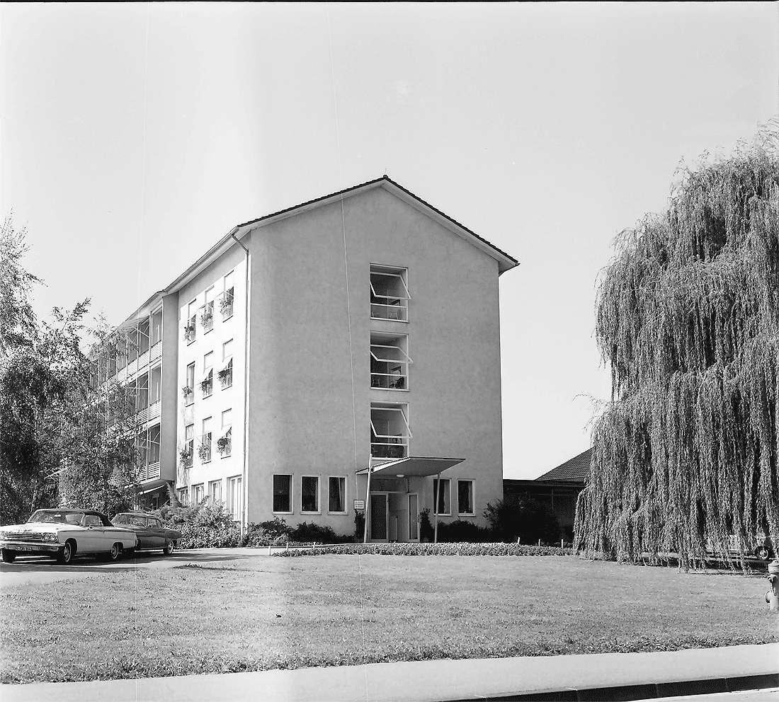 Bad Krozingen: Sanatorium Theresienbad; Außenansicht mit Markisen, Bild 2