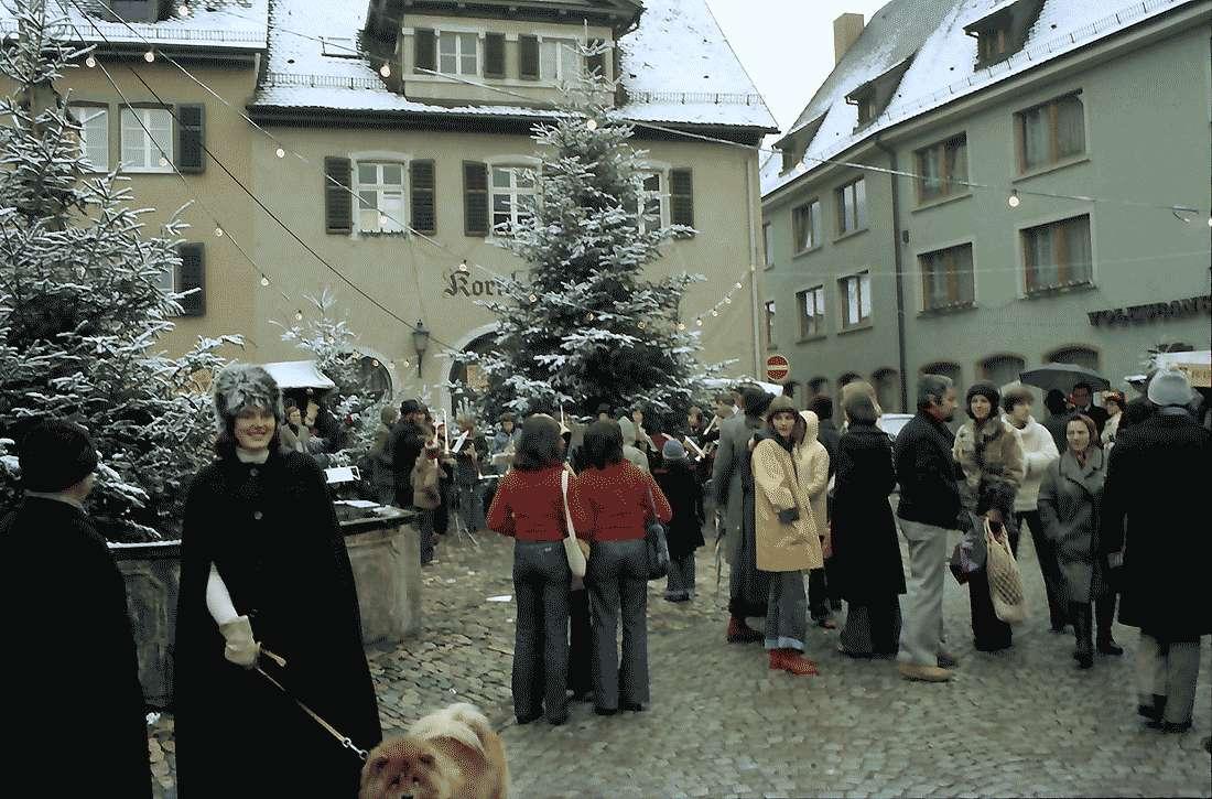 Staufen: Weihnachtsmarkt; Kapelle unter dem Weihnachtsbaum, Bild 1
