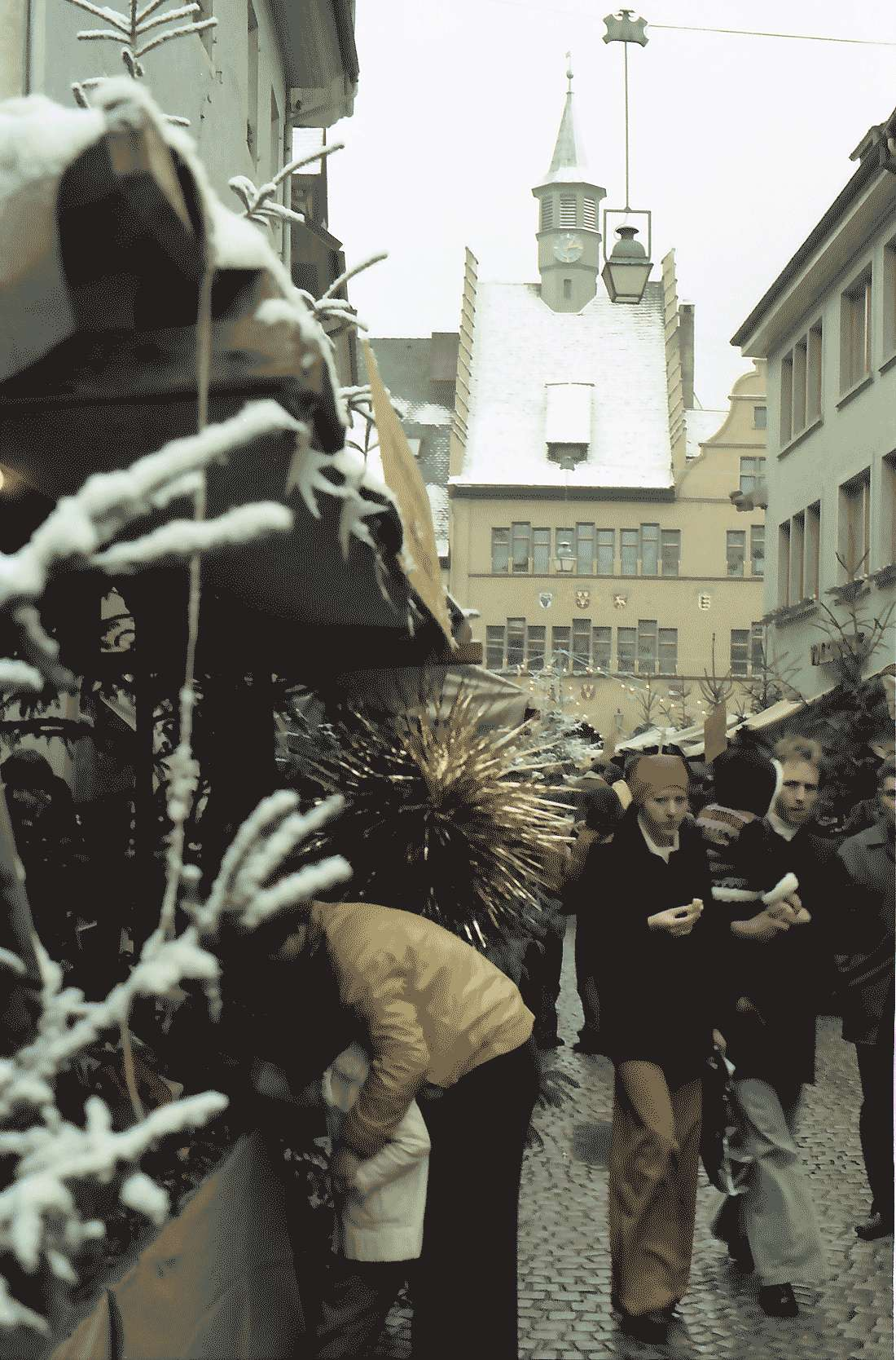 Staufen: Weihnachtsmarkt; Hintergrund Rathaus, Bild 1