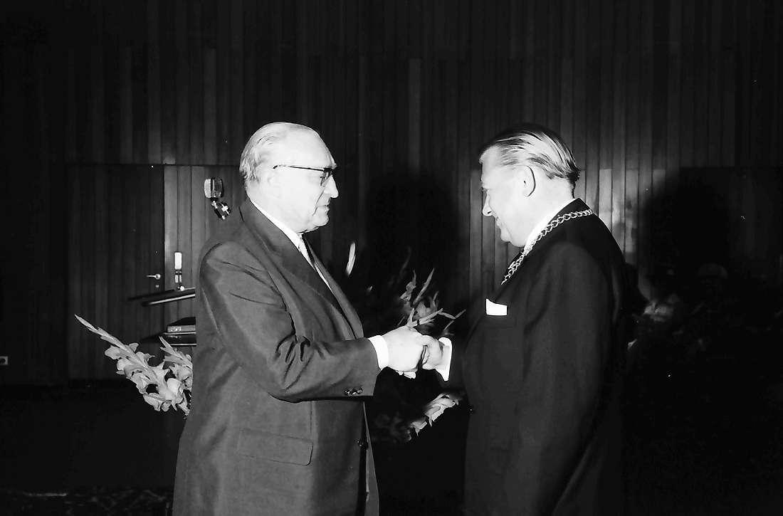 Bad Krozingen: Kurhaus; 50 Jahre Bürgermeister Hellmann; Glückwünsche Minister Seifriz, Bild 1
