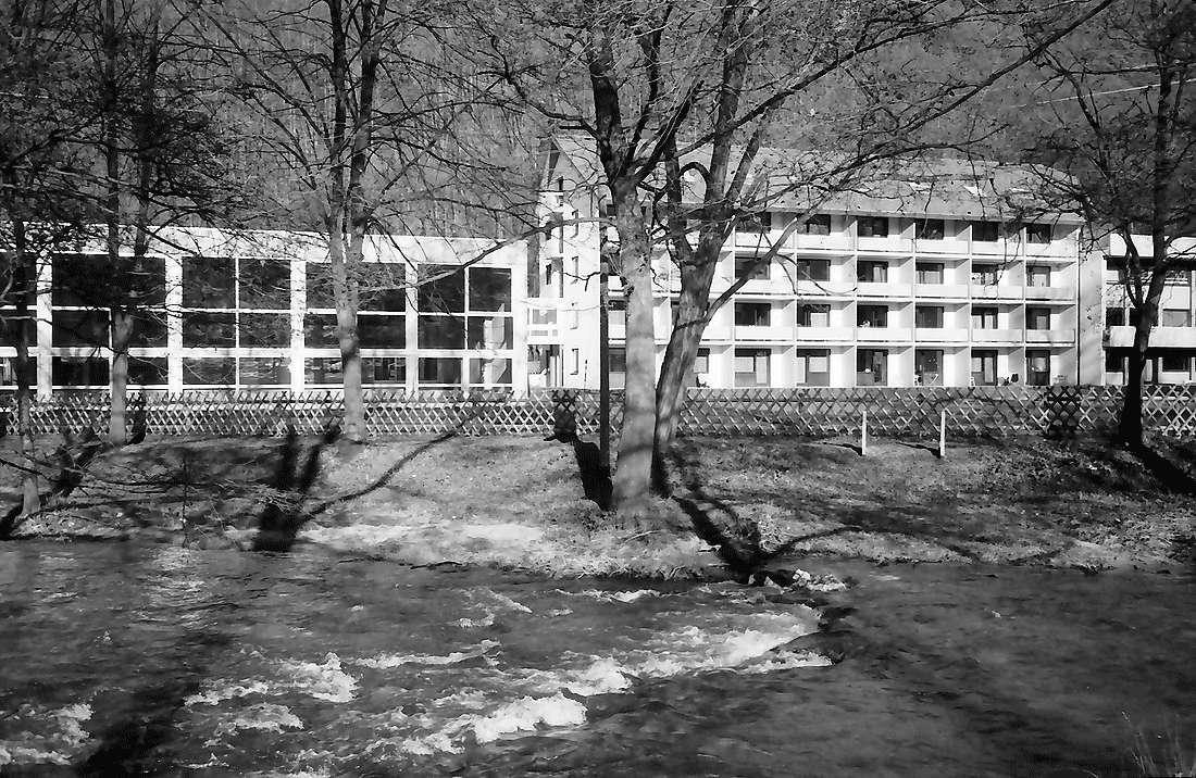 Staufen: Haus Münstertal; außen; Vordergrund Neumagen, Bild 2