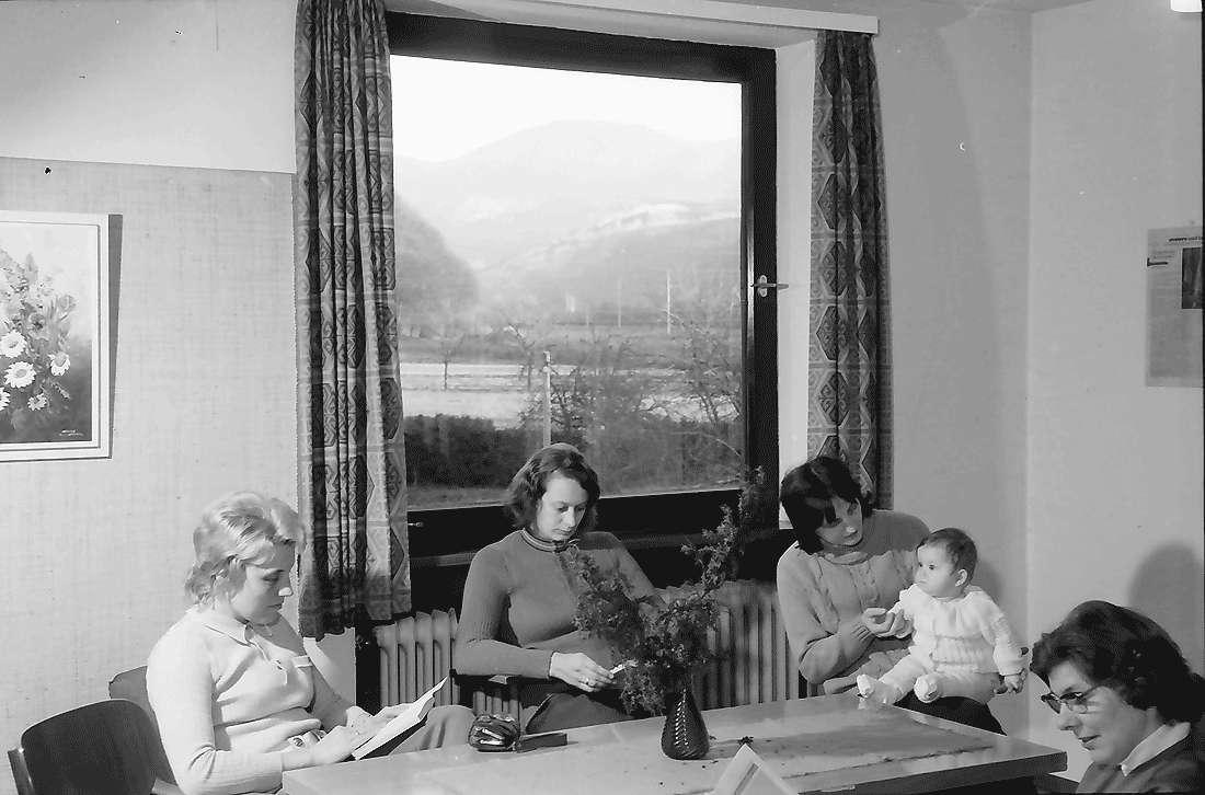 Staufen: Haus Münstertal; Ausblick aus Clubraum auf Belchen, Bild 1