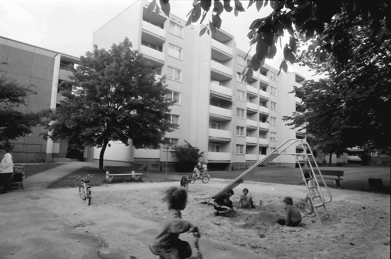 Freiburg; Landwasser: Kinderspielplatz, Bild 1