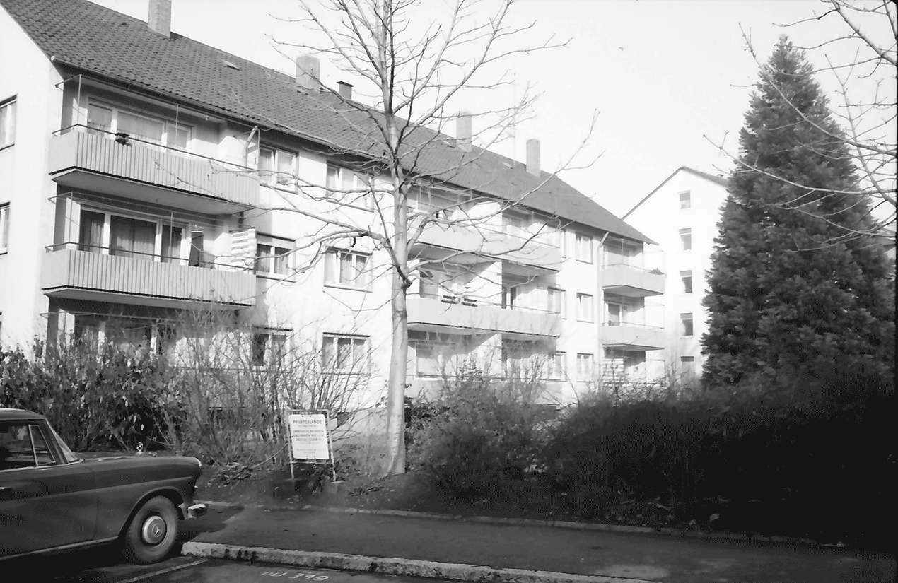 Freiburg; Stühlinger: Wohnhäuser des Bauvereins; mit Vorgärten; Schenkstraße 10-12, Bild 1
