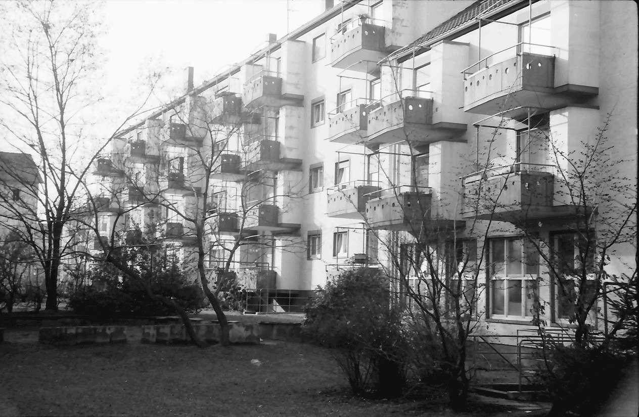 Freiburg; Stühlinger: Wohnhäuser des Bauvereins; mit Balkons; Schenkstraße 10-12, Bild 1