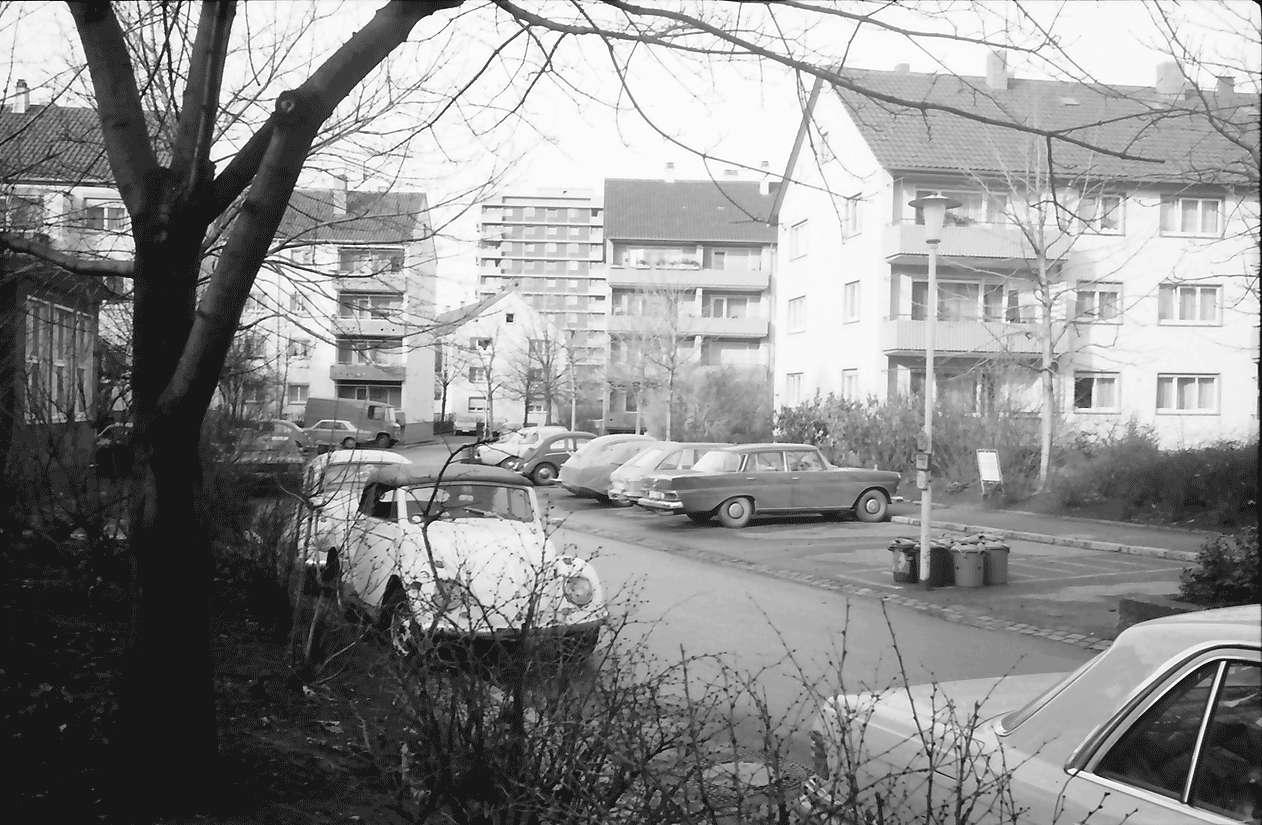 Freiburg; Stühlinger: Wohnhäuser des Bauvereins; Schenkstraße Richtung Westen, Bild 1