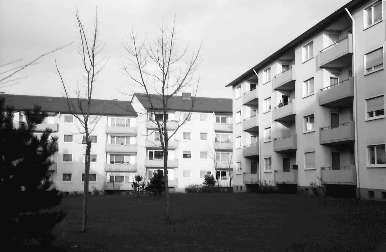 Freiburg; Haslach: Hof mit Grünanlage; Julius-Brecht-Straße, Bild 1