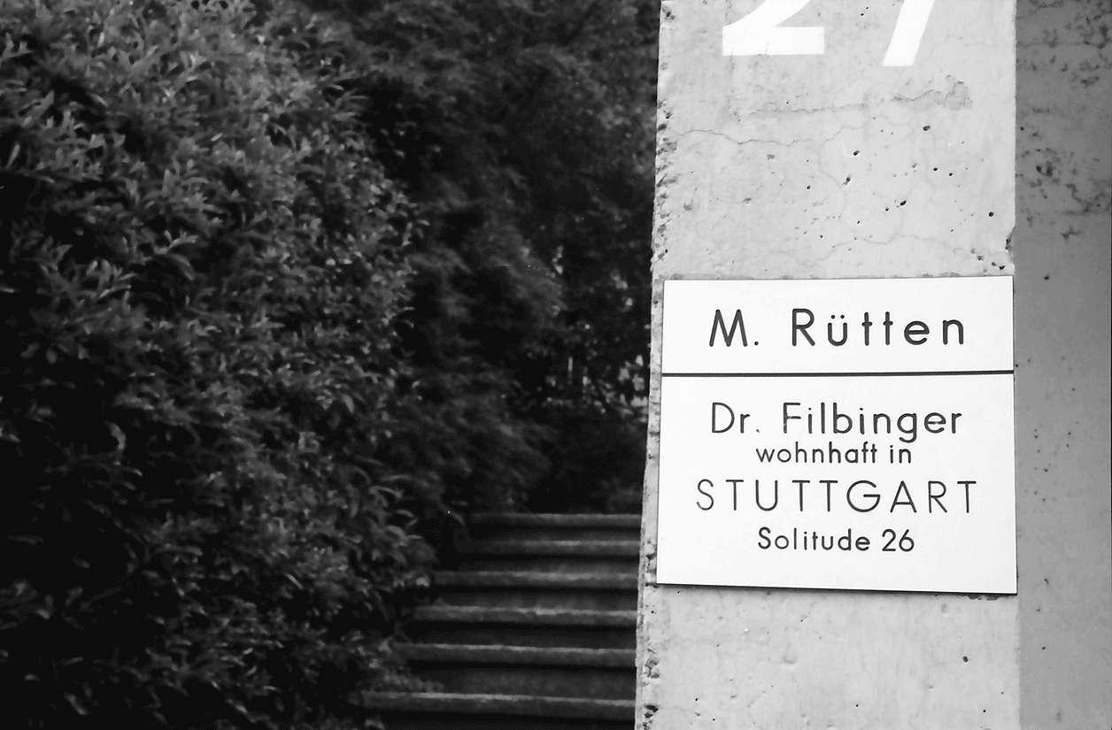 Freiburg; Günterstal: Schild Villa Filbinger; Dr. Hans Filbinger z.Zt. in Stuttgart, Bild 1