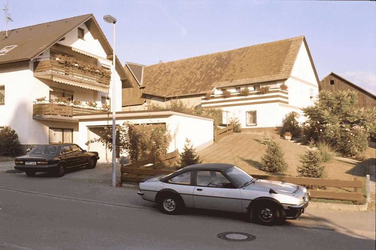 Mengen: Umgebautes Hofgebäude mit Garagen, Bild 1