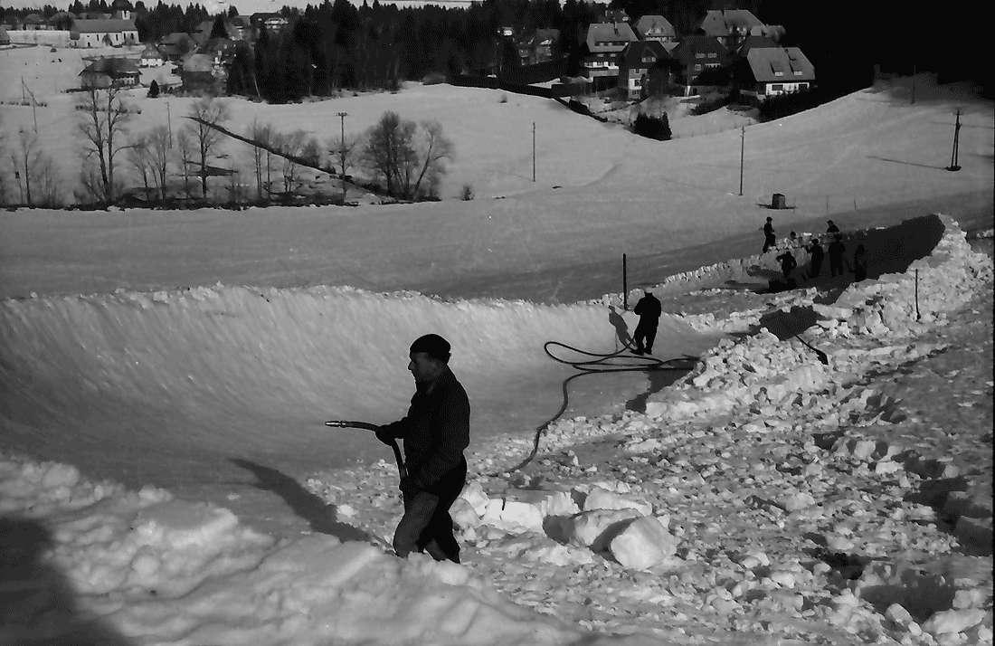Hinterzarten: Bobbahn; Besprengung der Kurve, Bild 2