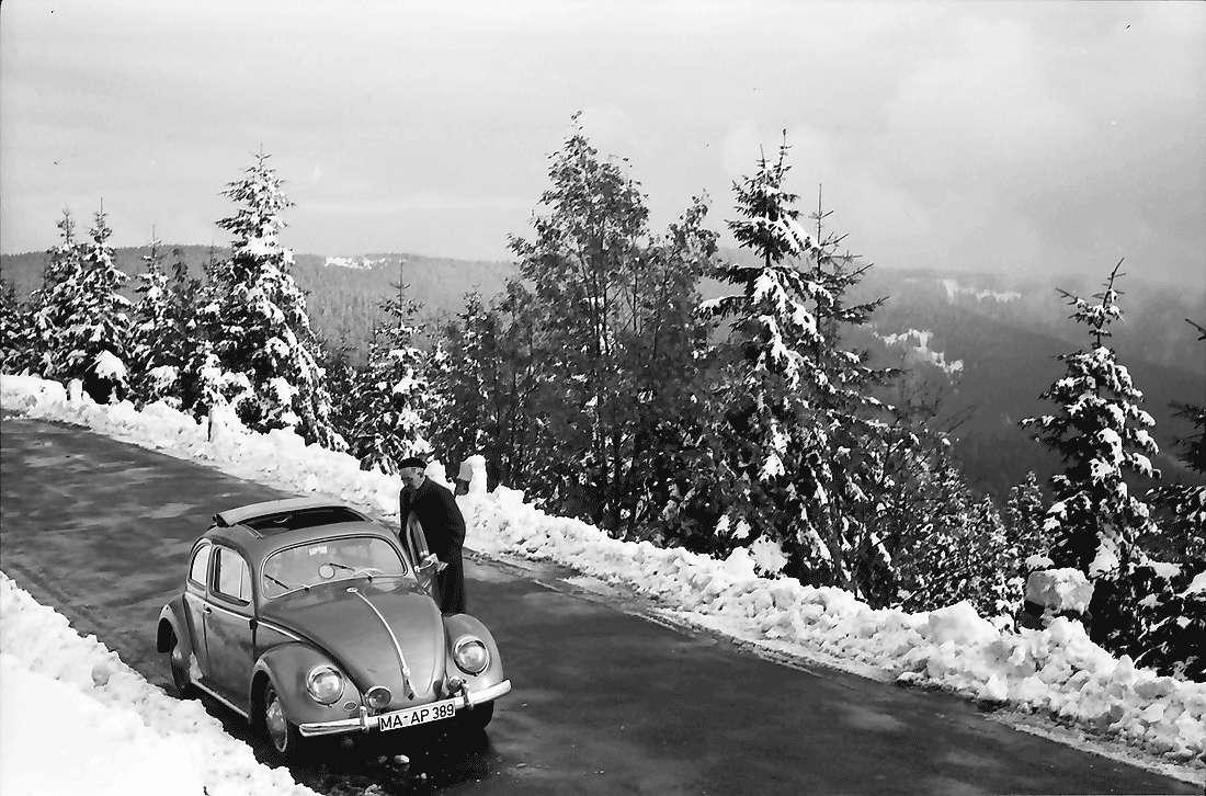 Hornisgrinde: Schwarzwaldhochstraße im Schnee; Auto, Bild 1