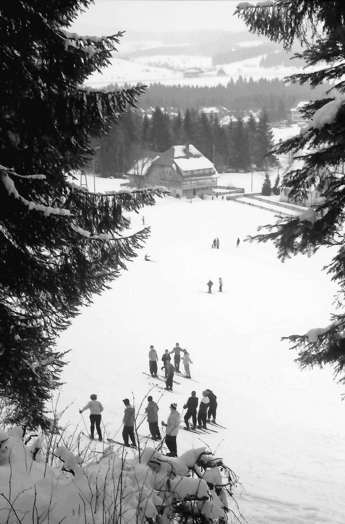 Hinterzarten: Skikurs; mit Blick auf den Ort, Bild 1