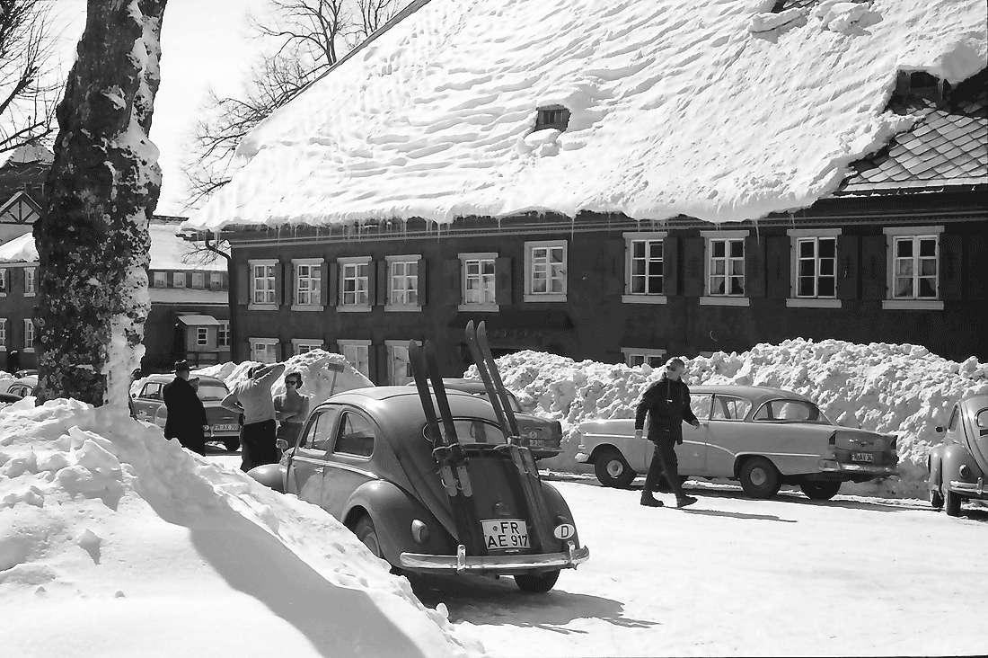 Saig: Gasthaus zum Ochsen im Schnee, Bild 1