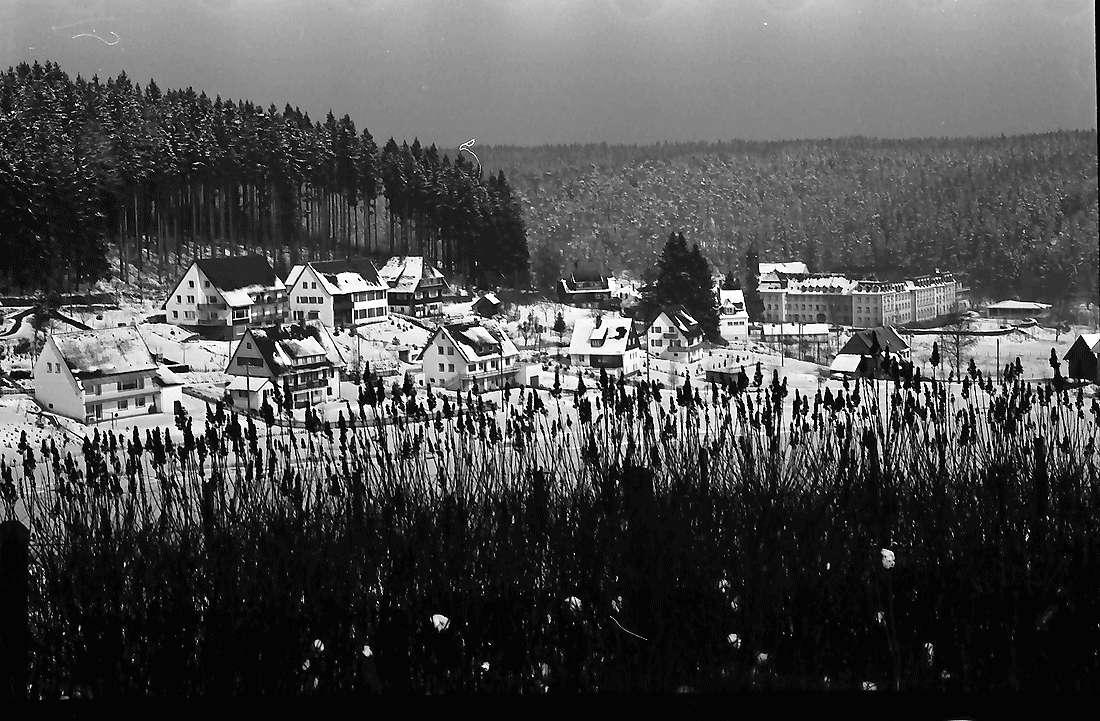 Friedenweiler: Blick vom Jägerhäusle; im Schnee auf Friedenweiler, Bild 1