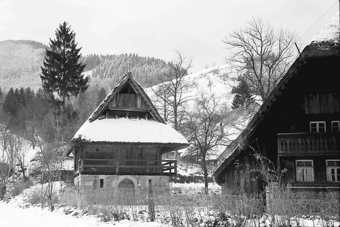 Gutach: Stadel am Vogtsbauernhof; Freilichtmuseum im Schnee, Bild 1