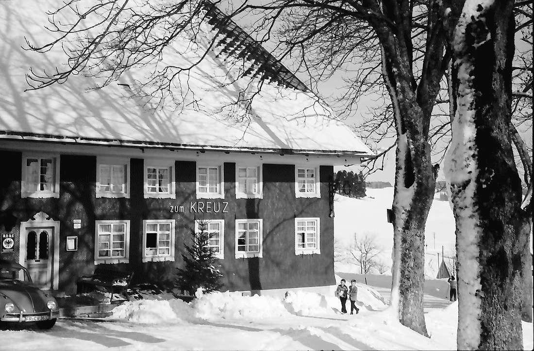 Breitnau: Gasthaus zum Kreuz; im Schnee, Bild 1