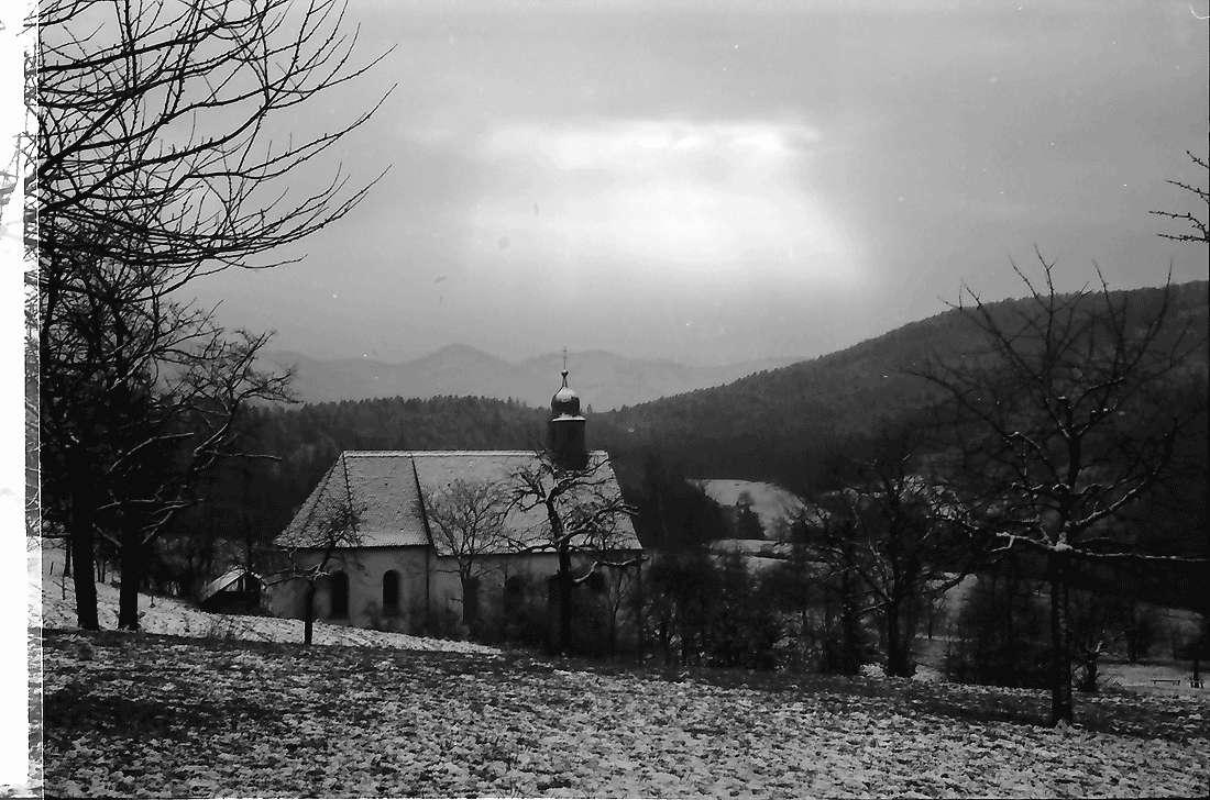 Ebringen: Berghauser Kapelle im Schnee, Bild 1