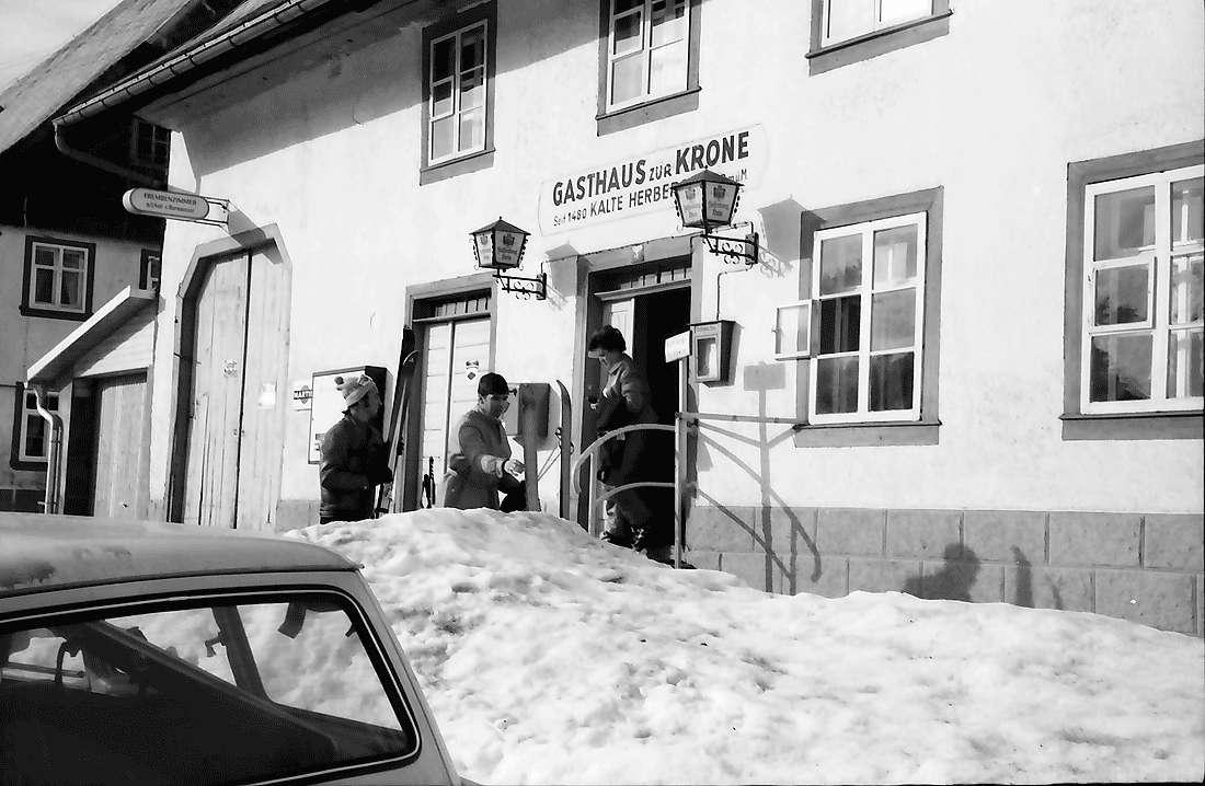 Kalte Herberge: Wirtshaus zur Kalten Herberge; Eingang im Schnee, Bild 1