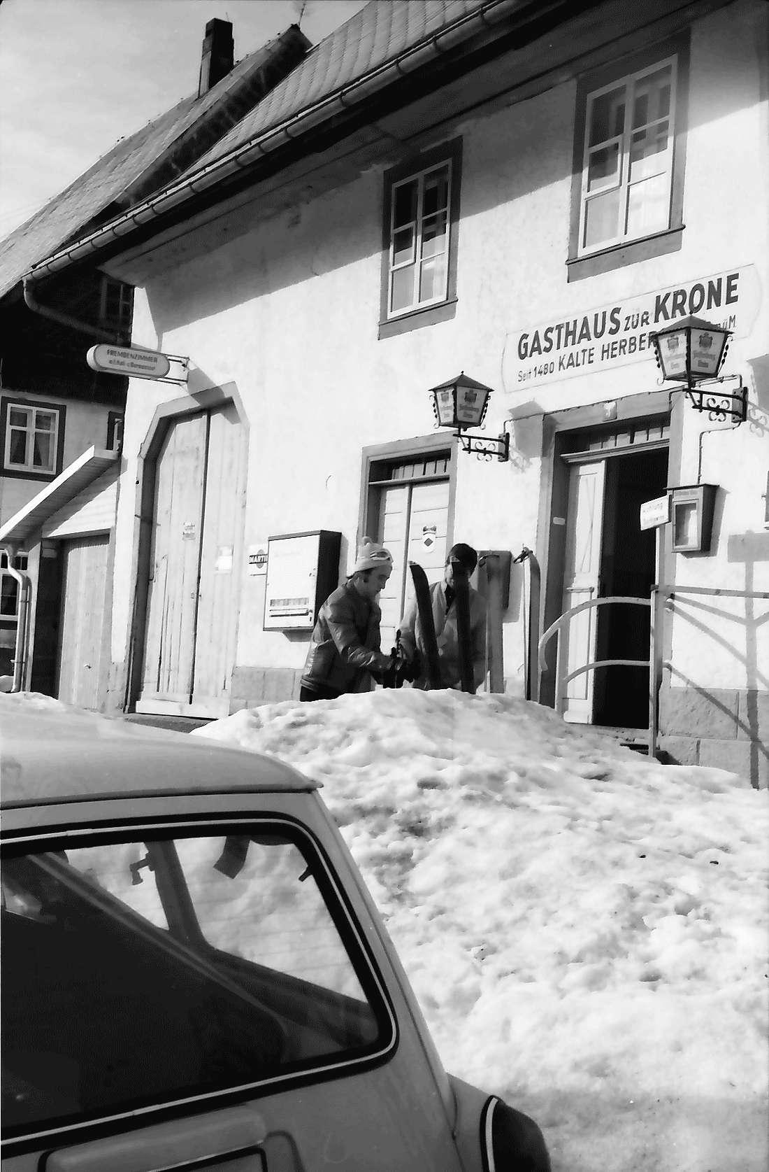 Kalte Herberge: Wirtshaus zur Kalten Herberge; Eingang im Schnee, Bild 2
