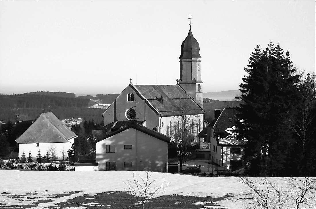 Höchenschwand: Von der Sonnenterrasse; Kirche von Höchenschwand, Bild 2