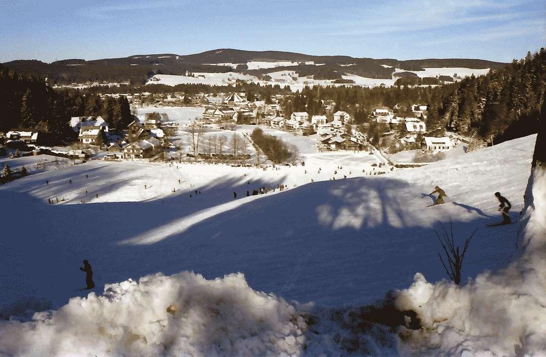 Hinterzarten: Blick auf Hinterzarten vom Kesslerhang, Bild 1