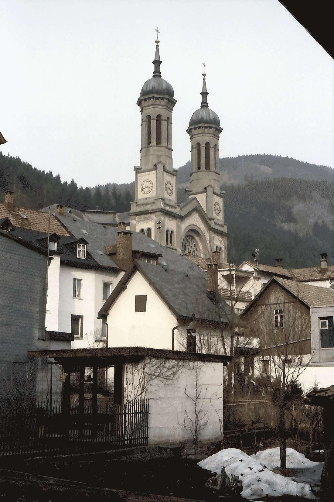 Todtnau: Kirchtürme hinter Giebeln, Bild 1