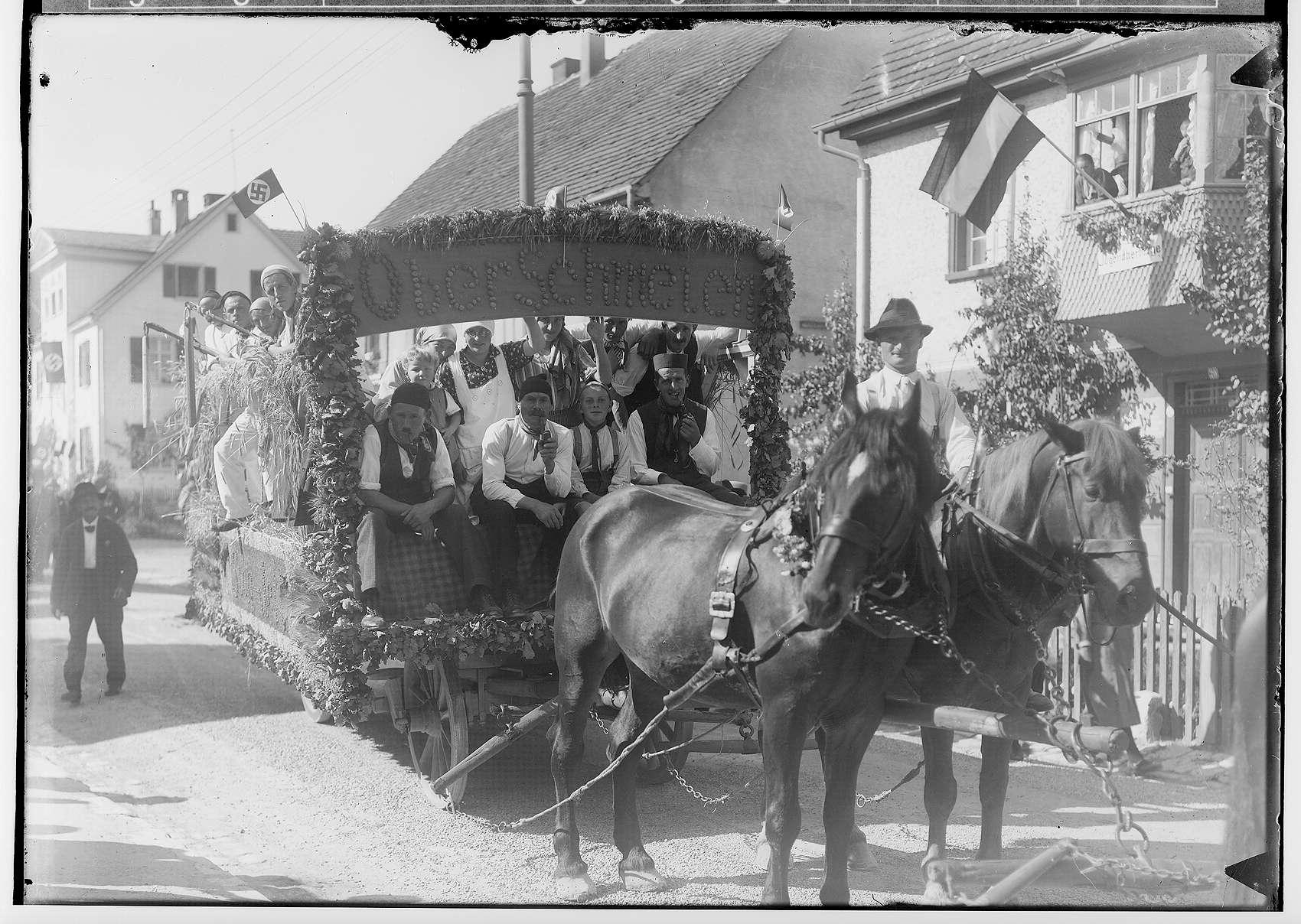 Erntedankfest in Sigmaringen 1933; Umzugswagen der Bauern aus Oberschmeien in der Leopoldstraße, Bild 1