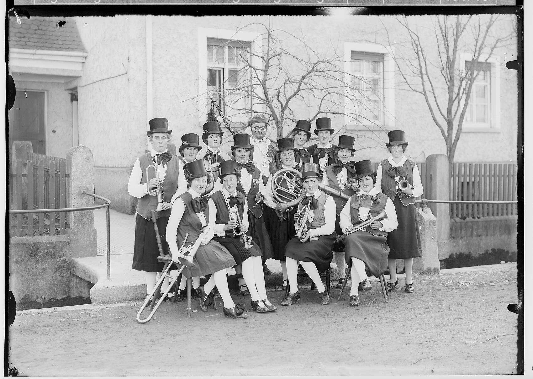 Fasnacht Krauchenwies 1928; Damenmusikkapelle, Bild 1