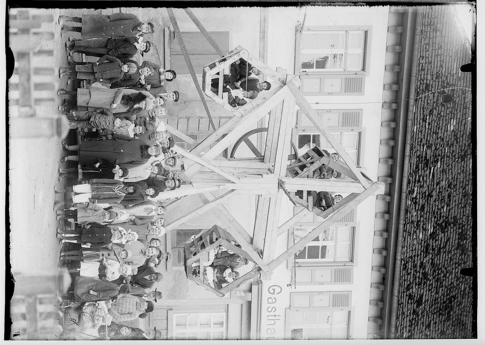 Fasnacht Krauchenwies 1928; Hölzernes Riesenrad, Bild 1