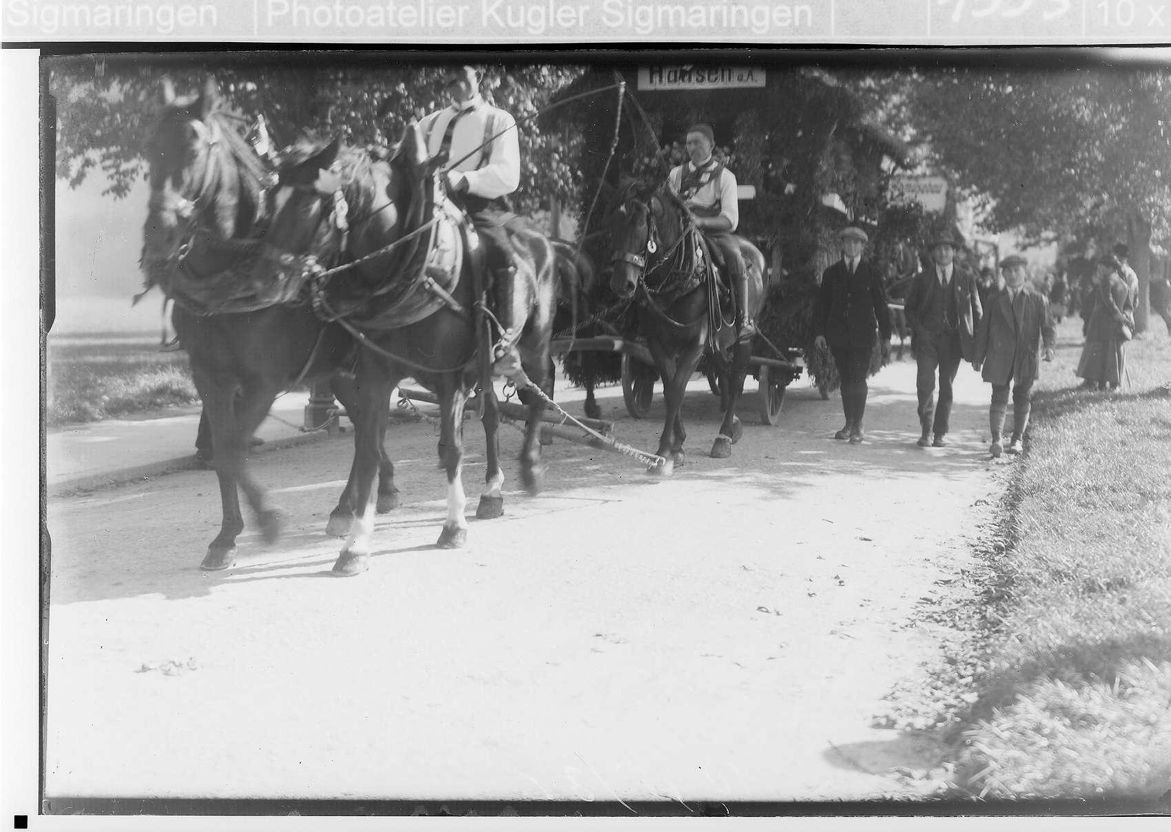 Volksfest Sigmaringen 1924; Festwagen aus Hausen am Andelsbach von vier Pferden gezogen, Bild 1
