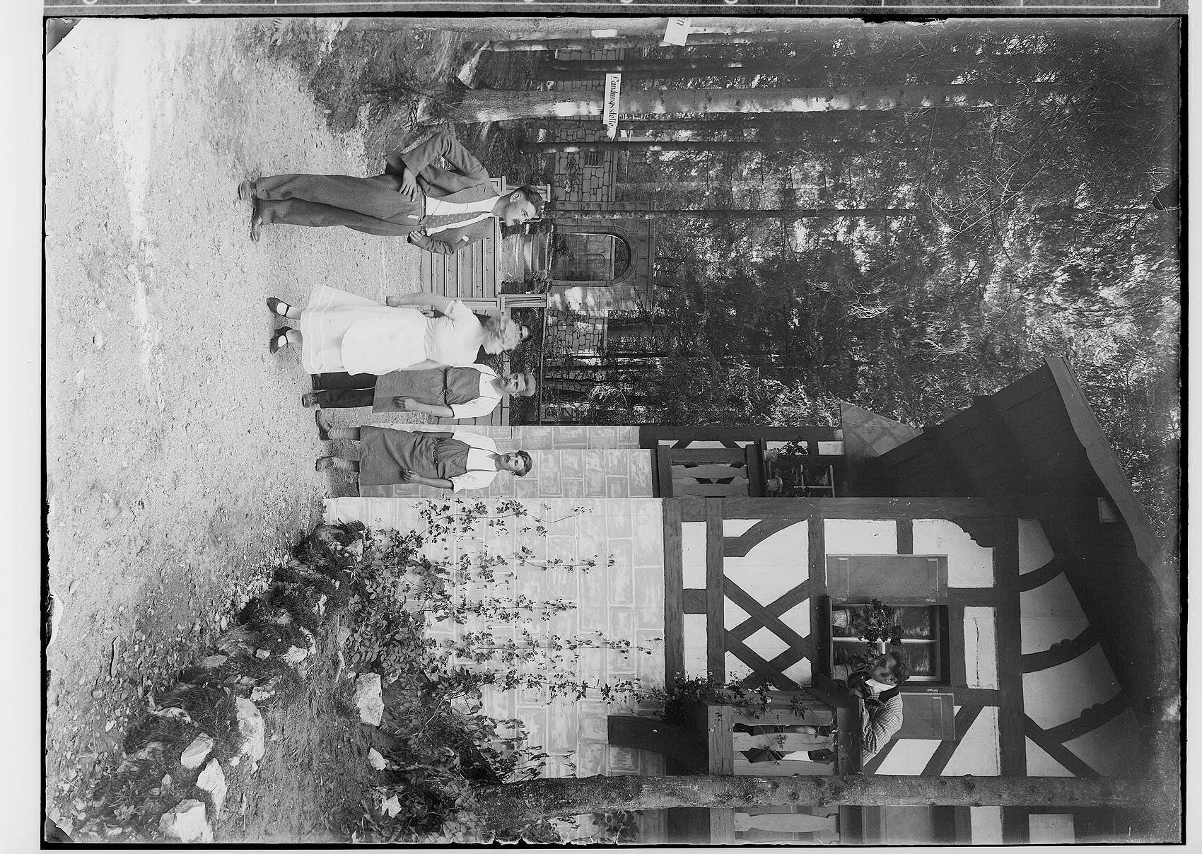 Waldbühne Sigmaringendorf - Im weißen Rösl von Kadelburg (Blumenthal); Szenenbild, Bild 1