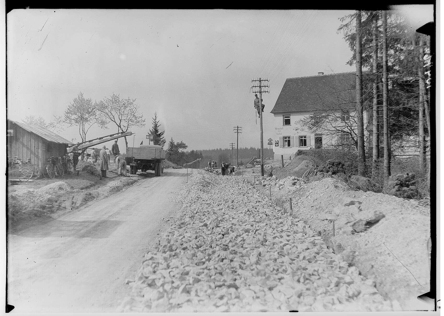 Bau der Straße nach Jungnau durch die Firma Deutschmann 1936; Rechts Wirtschaft zum Nollhof, Bild 1
