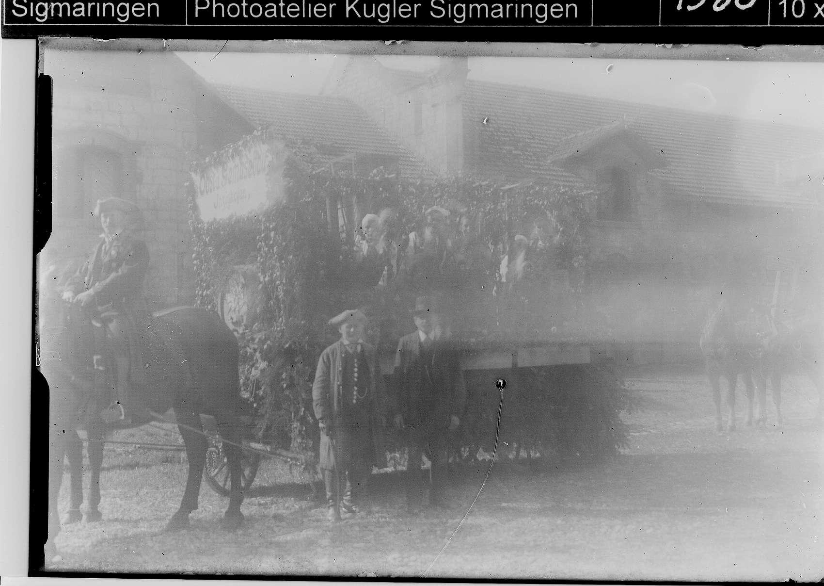 Landwirtschaftsausstellung Sigmaringen; Umzugswagen im Bauhof, Bild 1