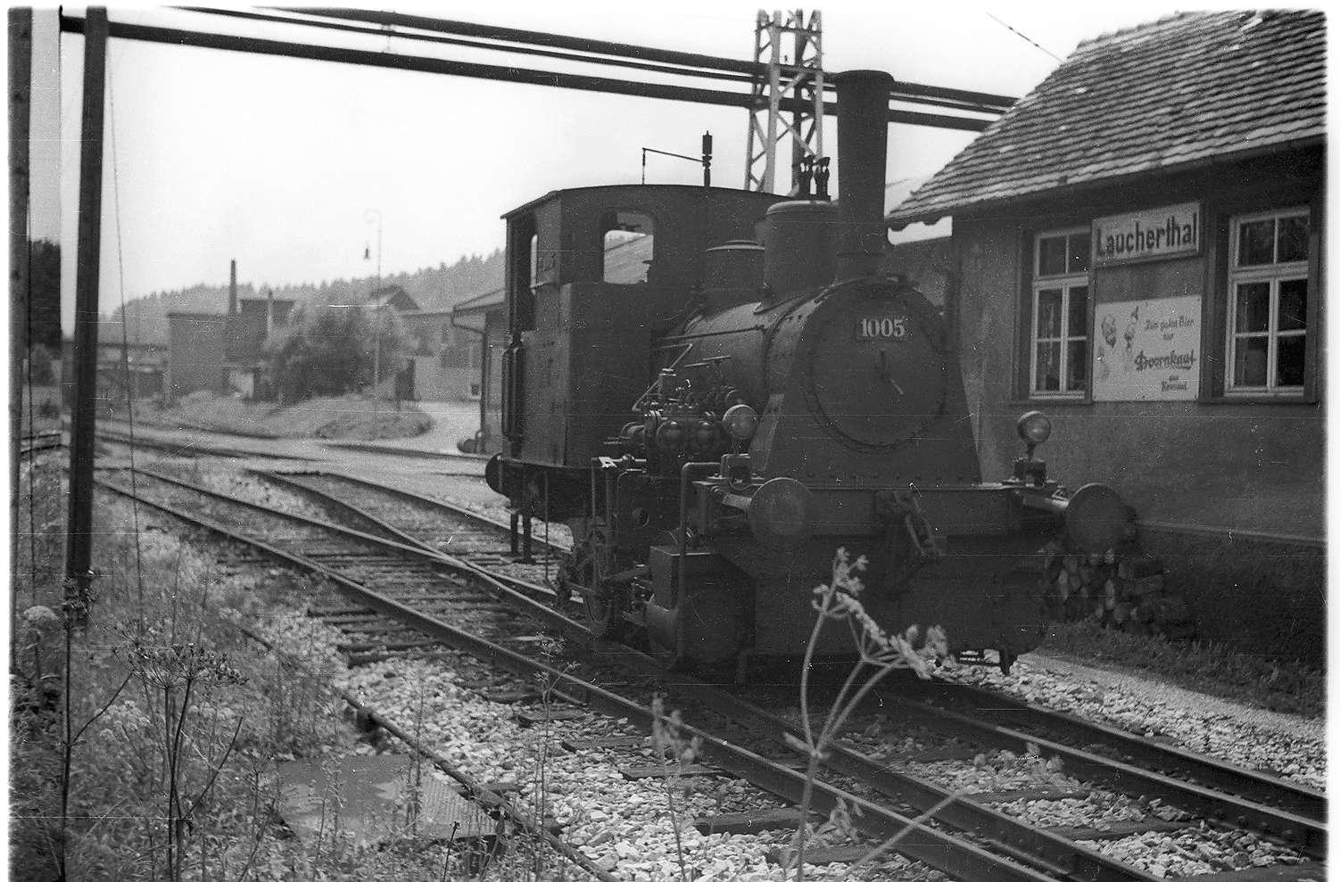 "Laucherthal, Lok ""Rosa"", dort in Betrieb 1920 - 1976, existiert 2009 noch, Bild 1"