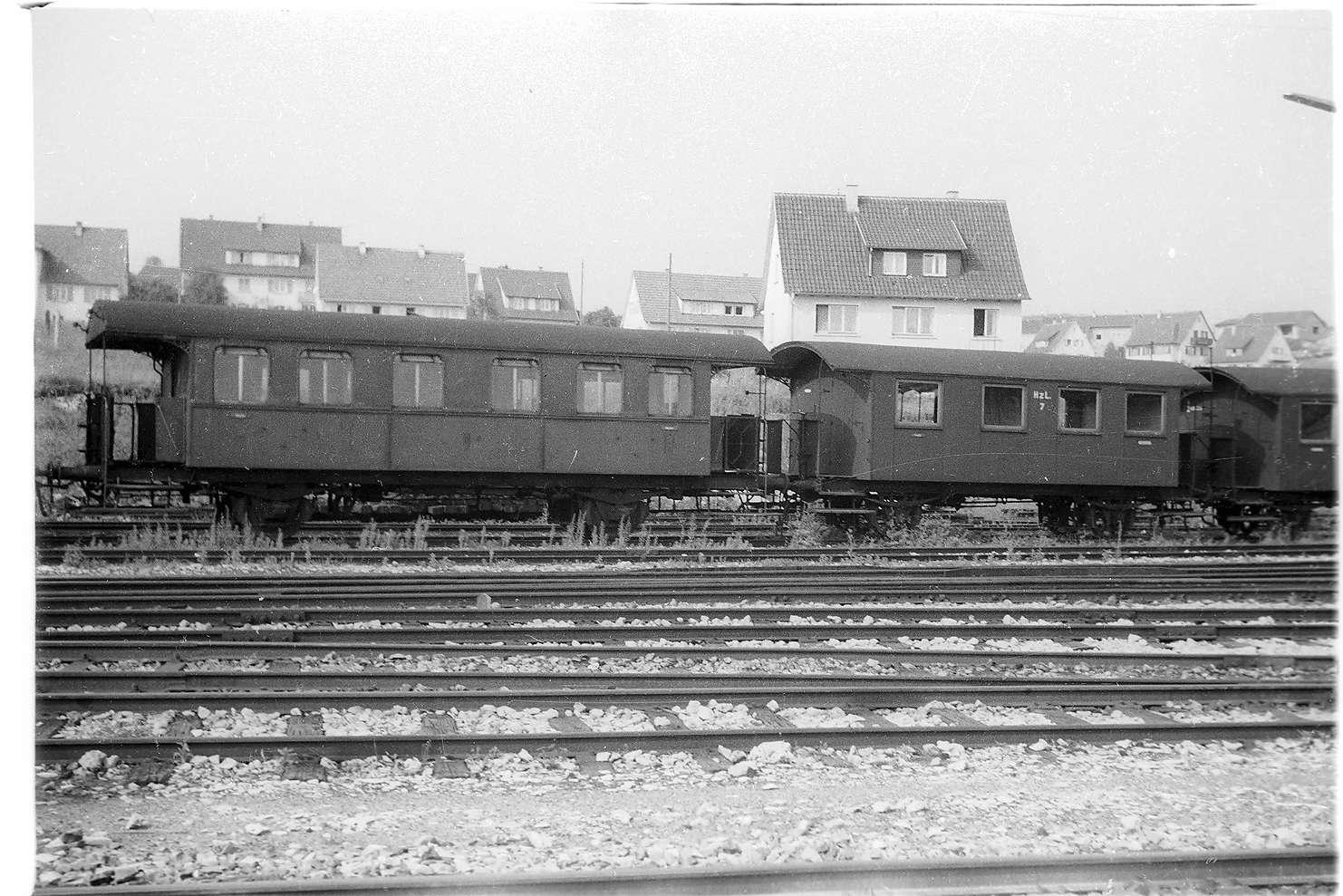 Bahnhof Gammertingen, Personenwagen Nr. 15 und andere abgestellte Personenwagen von 1901, 2009 im denkmalgeschützren Hohenzollernzug, Bild 1