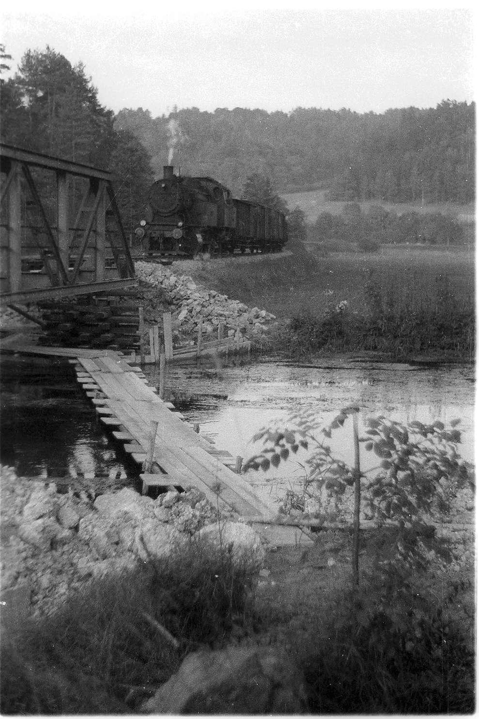 Veringenstadt, Dampflok 15 (1940 - 1965), Erneuerung einer Eisenfachwerkbrücke von 1908, Bild 1