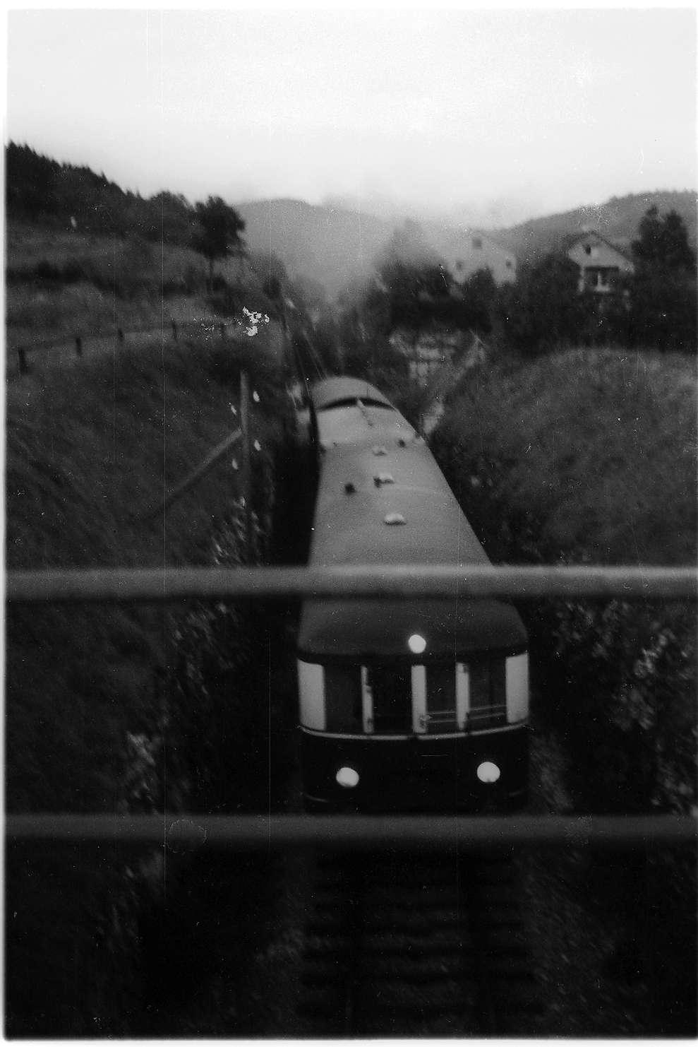 Triebwagen VT 3 (1936 - 1968), Gammertingen, Alte Steige, nachschiebende Dampflok Nr. 11, Bild 1