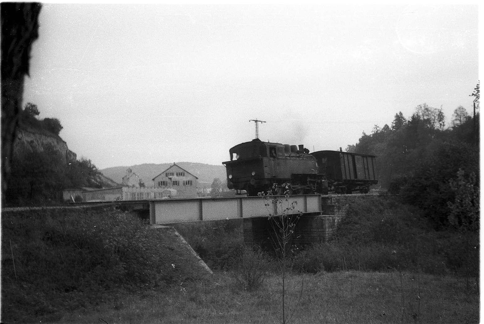Bahnhof Stetten bei Haigerloch, Lok 16 mit Packwagen von 1901, 2009 betriebsfähige Museumsfahrzeuge, Stunzachbrücke von 1901, Bild 1