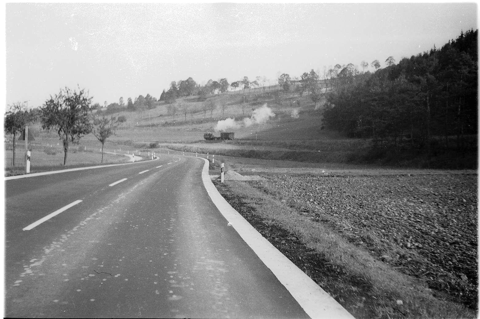 Arbeitszug von Veringenstadt, mit Lok 11, neu trassierte Bundesstraße 32 bei Gammertingen, Bild 1