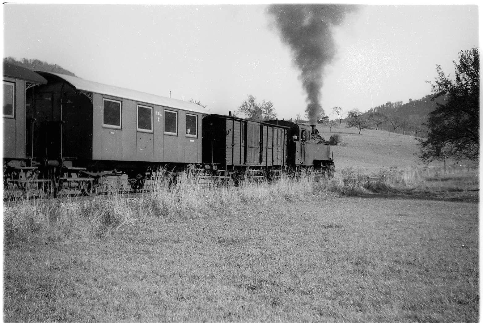 Strecke Jungingen - Killer, Lok 16, die Personenwagen von 1901 werden vom Berufsverkehr nach Gammertingen zurückgeführt, Bild 1