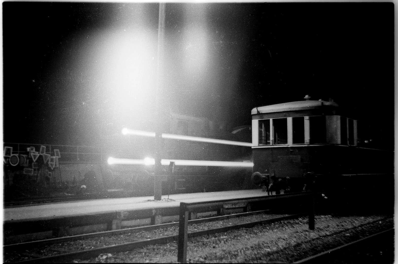 Lok 16, Zug 298, Gammertingen, Nachtaufnahme mit Stativ, Kleinbildkamera Dacora-dignette, Kamerawerk Reutlingen, Bild 1