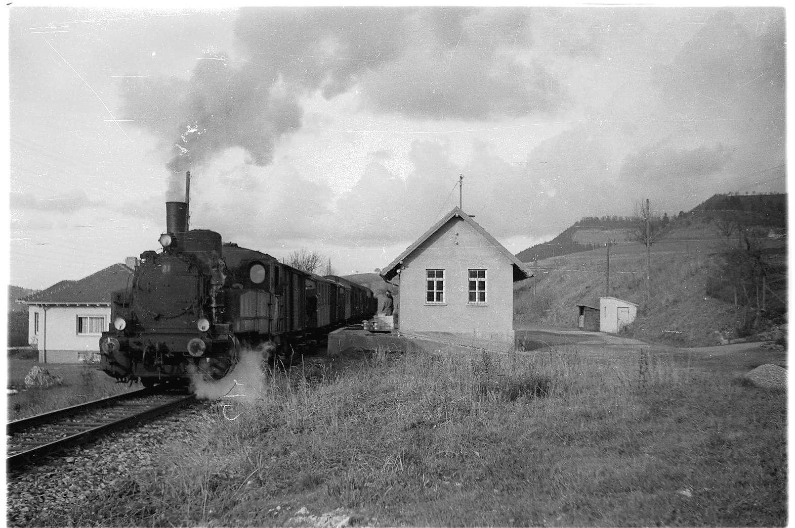 Bahnhofsgebäude Killer, erbaut 1901, seit 1993 Deutsches Peitschenmuseum, Bild 1