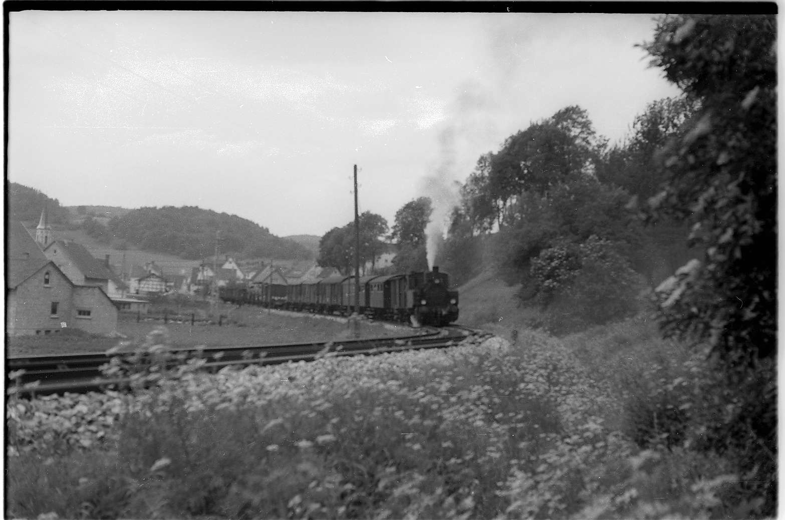 Strecke Neufra - Gammertingen, Lok 12, Neufra hat seit 1990 kein Kreuzungsgleis mehr, es entfiel eine Weiche, Bild 1