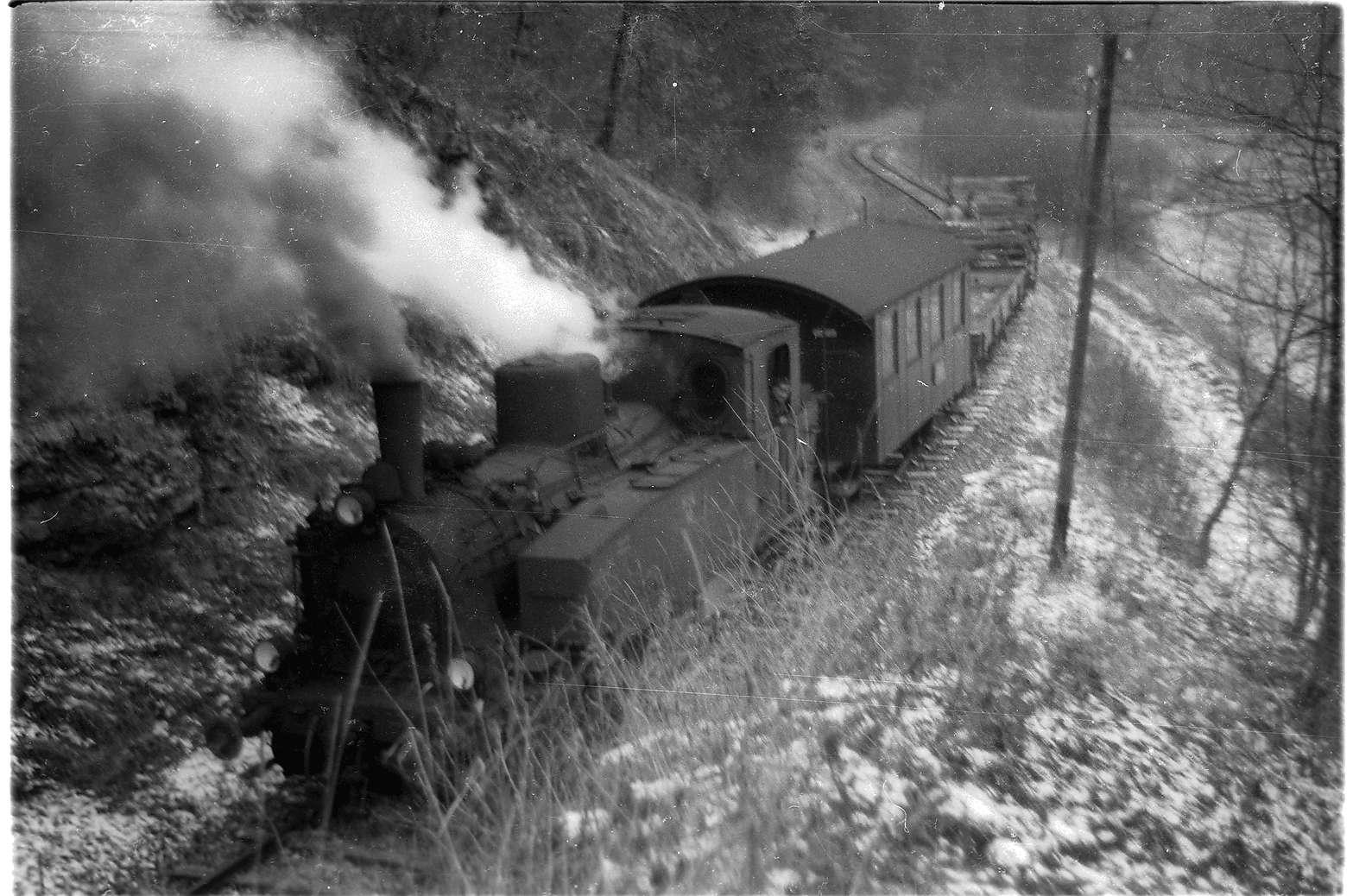 Strecke Trochtelfingen - Mägerkingen, Lok 12 im Seckachtal, Bild 1