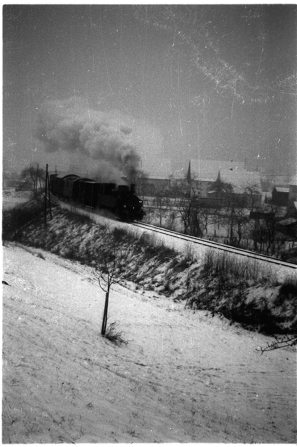Stein, Lok 12, Zug 305 (Diesel-Ersatzverkehr, eine Diesellok war in Reparatur), Bild 1