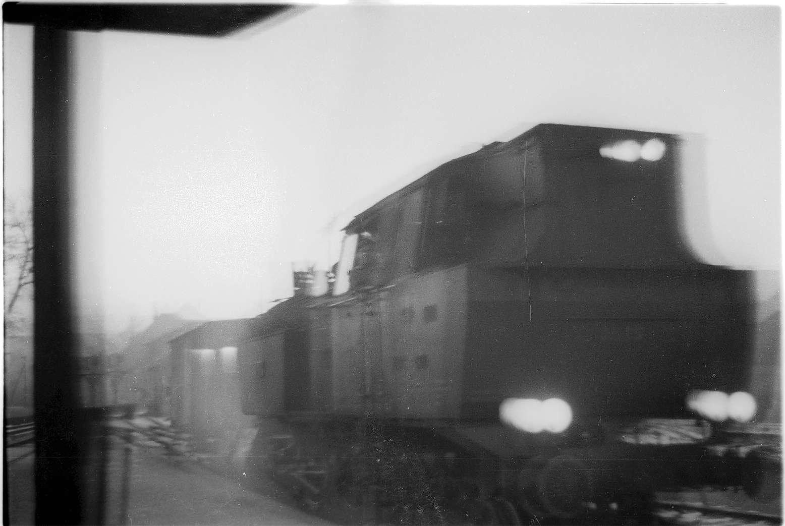 Hechingen, Zug 298, Lok 15 in der Morgendämmerung, Bild 1