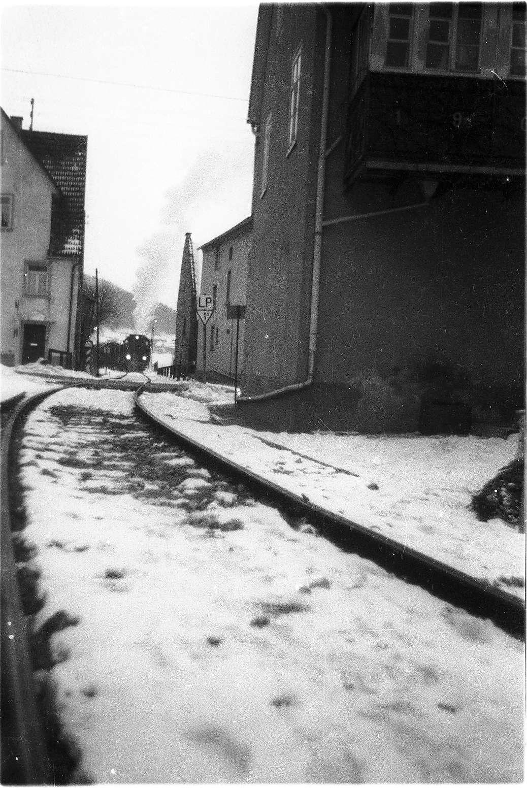 Lok 141, Trochtelfingen, enge Ortsdurchfahrt, Lok 141 war beim Personal beliebt, weil sie gut Dampf machte, Bild 1